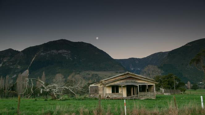 Old house just over the Takaka Hill - Photography by Ray Lovell